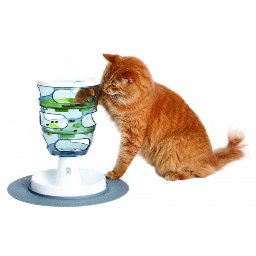 Usar comederos interactivos es muy bueno para tu gato